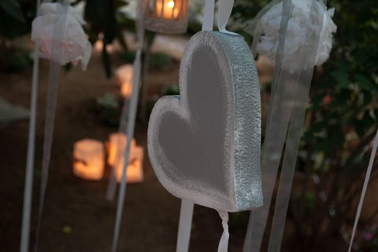 Romantic details give a warm atmosphere to a pre-wedding party by MAZI-Event.