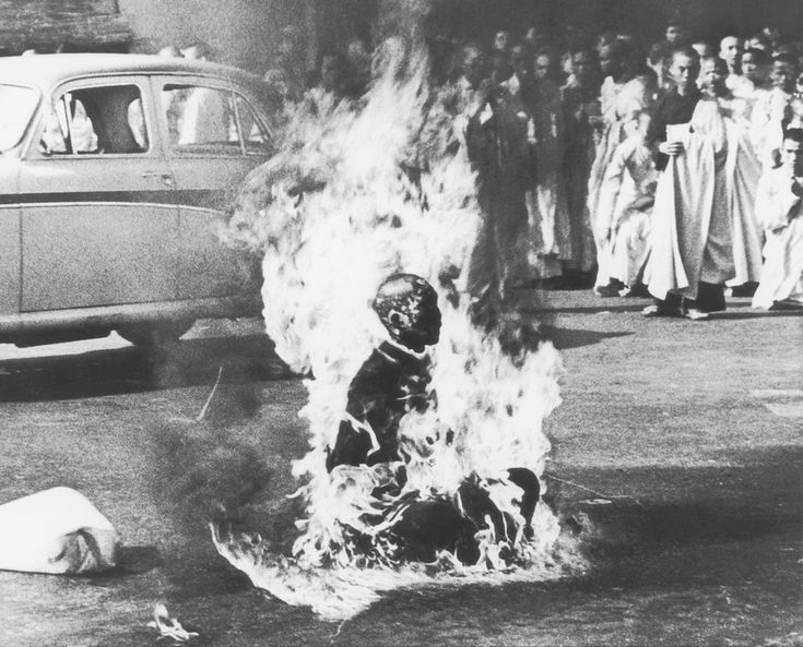 1963-Buddhist monk Thich Quang Duc sets himself ablaze in protest against the persecution of Buddhists by the South Vietnamese government. (Malcolm W. Browne)