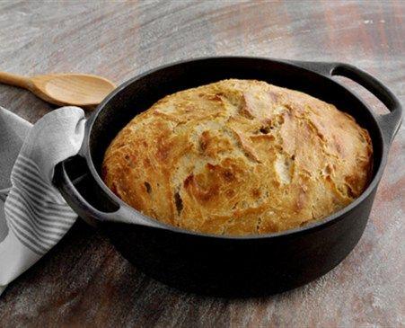 Støbejernsgryde brød