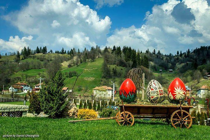 Easter in Sadova, Suceava, Romania (by Daniel Gheorghita)