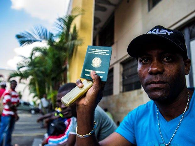 Tem gente muito capacitada', diz empresária sobre imigrantes em SP Empresas contratam 30 imigrantes recém-chegados a São Paulo. Além de haitianos, imigrantes vindos da África buscam emprego na Capital.