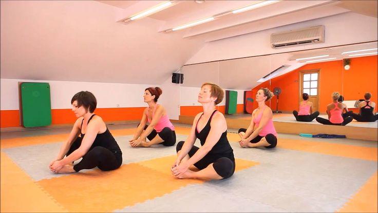 Zacvičte si s námi jógovou 10 minutovku , která uleví bolavým zádům bez rozdílu pohlaví, ženám pomůže zmírnit bolesti zad v době menstruace.