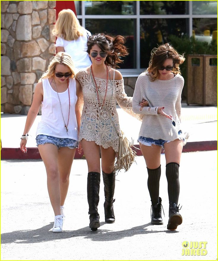 Selena Gomez is seriously rocking the crochet nonstop! Spotted on a road trip with pals, April 2013. Come on Vanessa Hudgens, time to step it up! Or is it time to crown Selena the new celebrity ambassador for crochet? (Dress by Unif)
