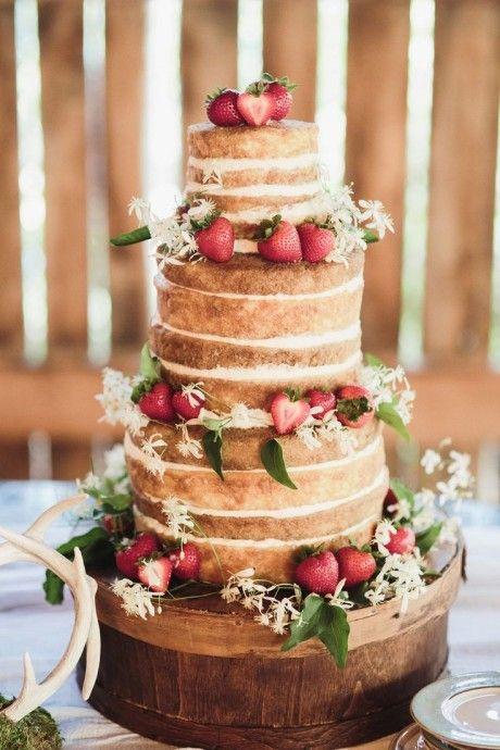 Wedding cake à la fraise avec genoise , boisé et champêtre