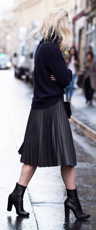Pleated skirt + all-black outfit + Charlotte Groeneveld + knitted sweater  Knit: Blake LDN, Skirt/Boots: Zara, Bag: Valentino.