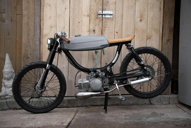 Cafe Moped... Babe I want this