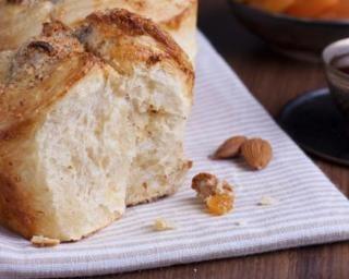 Brioche sans beurre à l'amande : http://www.fourchette-et-bikini.fr/recettes/recettes-minceur/brioche-sans-beurre-lamande.html