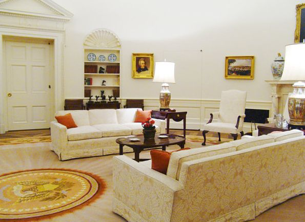 oval office design. ovalofficereaganreplica ronald reagan too did not change the decor until during his second term when he opted for a pale gold rug with sunbeam design oval office