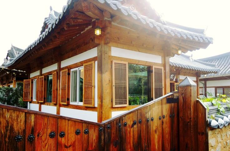 """Traditional Korean house """"HAN-OAK"""""""