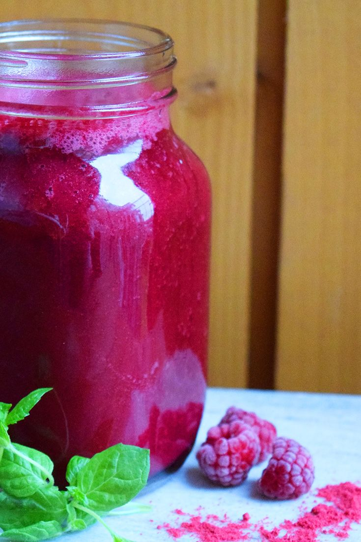 RAW FOOD SMOOTHIE: RASPBERRY-LINGONBERRY-MINT