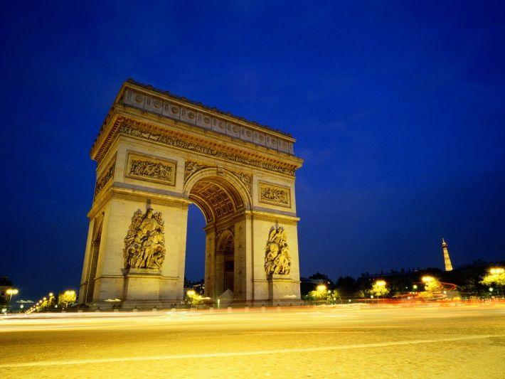 Сколько споров не будет Париж пробудить - это действительно фантастический и особенно романтическое место, где каждый может провести свой медовый месяц незабываемо!