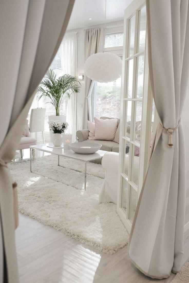 Beautiful colour scheme in this livingroom. Very light and airy atmosphere. | Wunderschönes Farbkonzept in diesem Wohnzimmer. Eine leichte und luftige Atmosphäre. #livingroom #wohnzimmer