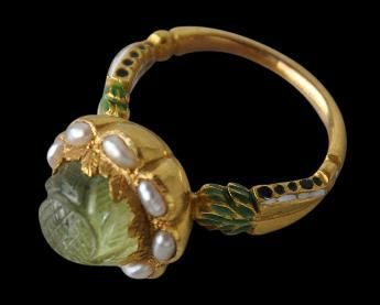 Indian Carved Emerald Pearl Ring