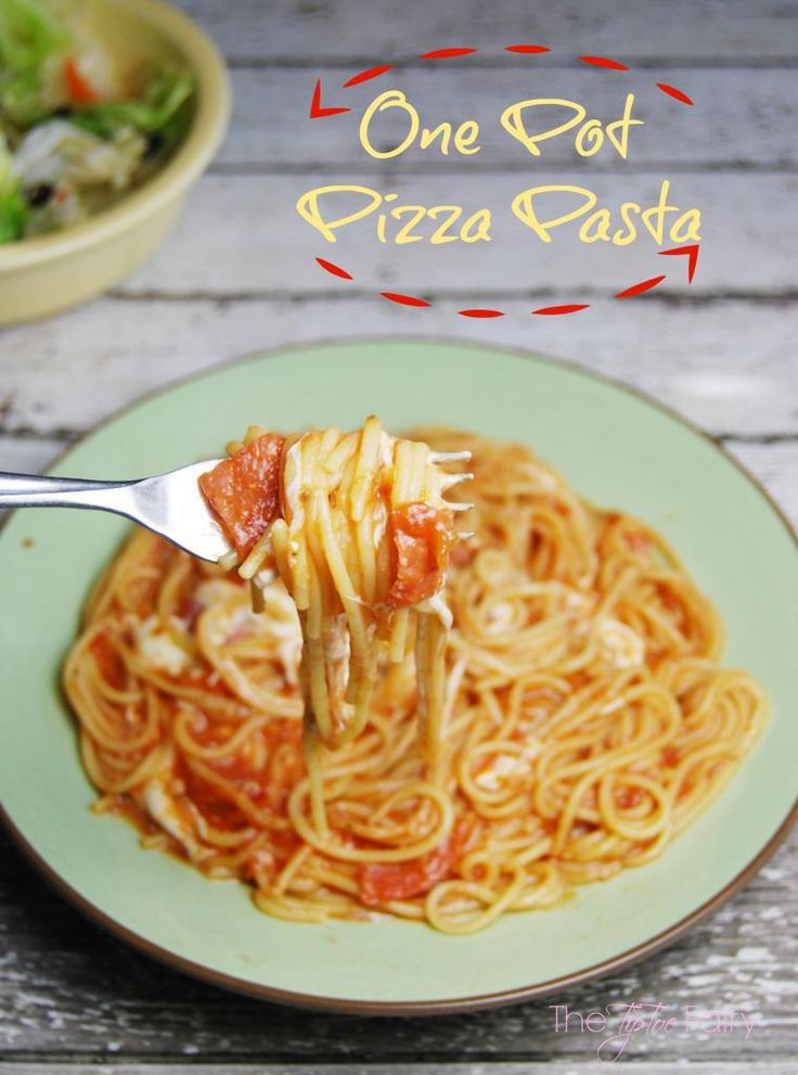 One Pot Pizza Pasta with Hormel Pepperoni. A super easy weeknight meal recipe when you're too busy to make dinner!   The TipToe Fairy #PepItUp #ad #pasta