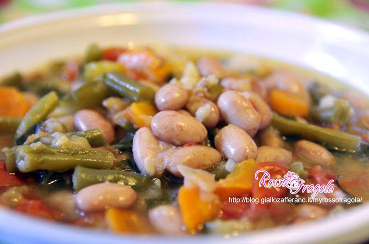 Ricco di gusto con tante proprietà nutritive,proteine vegetali e sali minerali.Il minestrone non dovrebbe mancare sulle nostre tavole,ottimo per una diet...