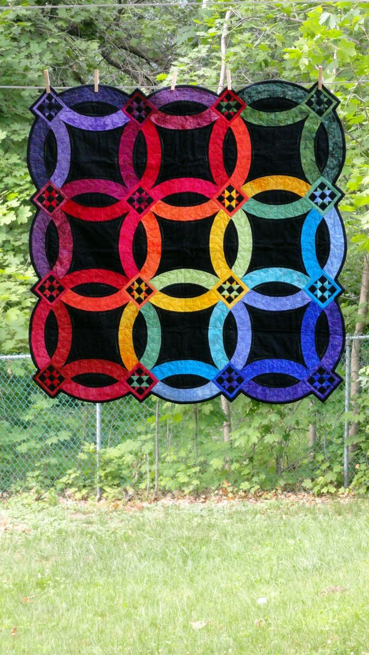 """Rainbow wedding ring quilt: """"10 Years and Still Over the Rainbow"""" by Michèle-Renée Charbonneau at Quilt Matters (Ottawa, Ontario, Canada)"""