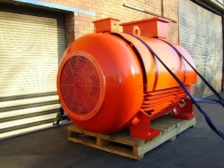 Indusquip WEM delivering a 373 kW 6 Pole 3300 Volt D450 High Voltage Squirrel Cage Electric Motor to the SASOL GROUP for an Emergency Breakdown
