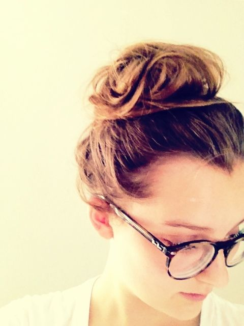 girls with messy bun and good nerdy glasses are the best