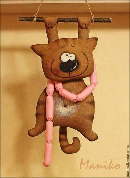 Купить или заказать Интерьерная игрушка Кот с сосисками в интернет-магазине на Ярмарке Мастеров. Котейка сшит из льна, тонирован кофе, наполнитель - синтепон. Придаст уют вашей кухне и заставит улыбаться всяк входящего в неё. Сделано с радостью :-) АВТОРСКАЯ РАБОТА. КОПИРОВАНИЕ ЗАПРЕЩЕНО.