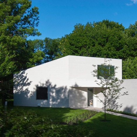 Jean Verville Completes White Clapboard House In Suburban Montreal
