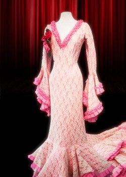 Fablefactory - Kostuumverhuur   Amsterdam   Spaanse jurk met kant in zalm met roze biesjes
