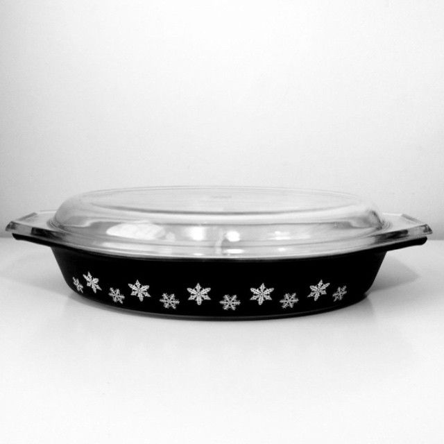 This super-stylish #Pyrex 'Gaiety' oval dish went up on my website today! It's from the 1960s and the perfect addition for pyrex collectors and you modern-minimalist's who love a bit of monochrome! Shop online at buckleandfawn.com #buckleandfawn #monochrome #blackwhite #gaiety #snowflakes #pyrexmania #pyrexcollectors #vintagepyrex #pyrexaddict #milkglass #60s #1960s #midcentury #midcenturymodern #retro #retrohome #vintage #vintageforsale #vintagehome #myvintagehome