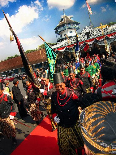 Prajurit Keraton Surakarta - Kirab Agung Sewindu Tingalan Jumenengan Dalem SISKS PB XIII.Traditional parade in Surakarta to commemorate 8 years of the coronoation of the king, Sinuhun Pakubuwono XIII of Surakarta