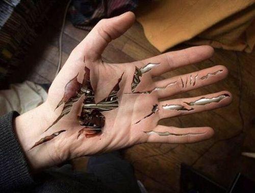 hand and tattoo Bild