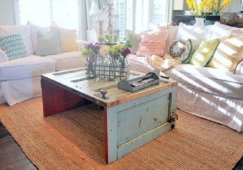 Puerta reciclada como mesita vintage • Door recycled as a vintage coffee table
