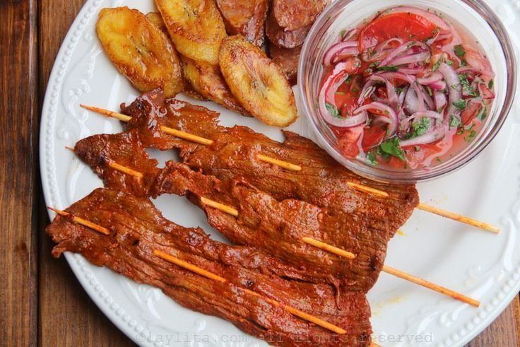 Recipe for grilled thin beef skewers, also known as carne en palito/chuzos/pinchos, made with thinly sliced meat seasoned with garlic, achiote and cumin and grilled on skewers.