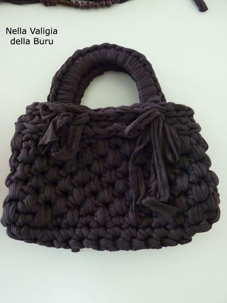 Nella valigia della Buru: TUTORIAL free per borse in fettuccia all'uncinetto fai da te. Dalla A alla Z tutto quello che dovete sapere per realizzare la vostra borsetta in fettuccia col punto canestro - FREE CROCHET BAG PATTERN