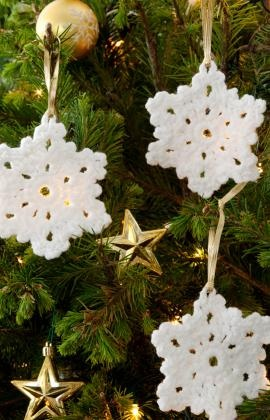 made my heart happy today - I have several of these that came from my mama's sweet fingers...... Snowflake Ornament Crochet Pattern
