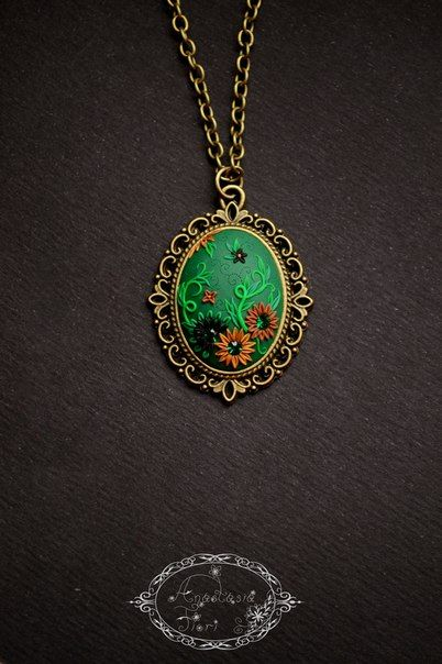 emerald green, filigree pattern, pendant, filigree pendant, floral pendant, polymer flowers, polymer clay, handade, gift for her, womans day gift, gift, handmade flowers, flowers pattern, green pendant
