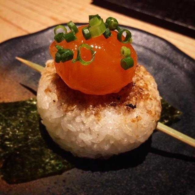 . やきおにーに🍙👏 なんとも #フォトジェニック な一品。 , #tokyo #dinner #instagood #instafood #foodstagram #foodporn #yummy #delicious #ricebowl #rice #eggyolk #eggyolkporn #東京 #ご飯 #焼きおにぎり #おにぎり #黄身の味噌漬け #串 #🍙 #鳥スープに浸してセルフお茶漬け #えへへ . . あーーー最終営業日来た。来やがった。 #毎月胃が痛い #メンタルやられる #豆腐メンタル #寝たら明日来るのめっちゃ嫌 #現実逃避マン -