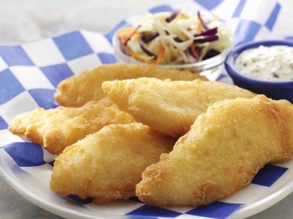 Frittierter Fisch mit Tatarensoße und Krautsalat ist ein Rezept mit frischen Zutaten aus der Kategorie Meerwasserfisch. Probieren Sie dieses und weitere Rezepte von EAT SMARTER!