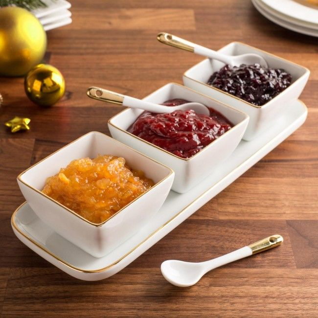 Serve your favourite dips, salsas compotes or garnishes in our simple and stylish porcelain serving bowls with spoons. The included porcelain serving tray compliments the elegant white porcelain bowls, providing a perfect way to present your favourite foods on the dining or buffet table.
