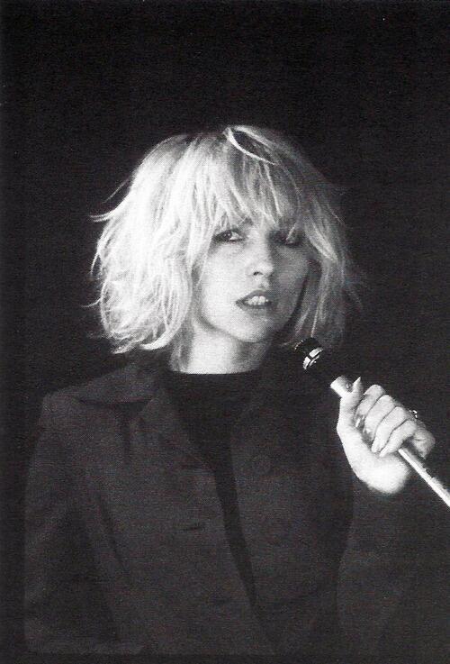 Debbie Harry, 1976. Photograph by Bob Gruen. pic.twitter.com/i1hy5BjNFt