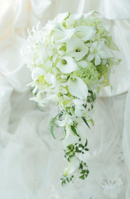セミキャスケードブーケ カラーと蘭のデンファレで アニヴェルセルみなとみらい様への画像:一会 ウエディングの花