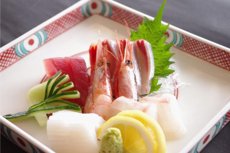 日本海でとれた新鮮な海の幸をお召し上がりください。