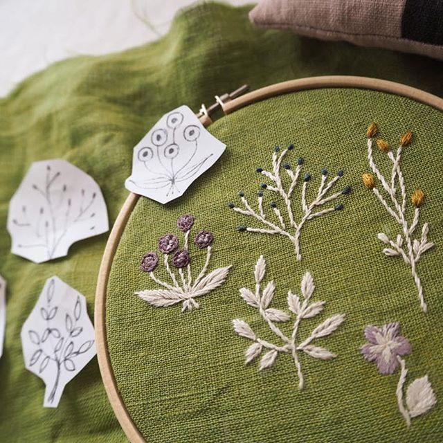 今日もひたすらチクチク...。#刺繍#手刺繍#草花#花#ハンドメイド#自然#マカベアリス#embroidery #embroideryart #handembroidery #handmade #flowers #weed #nature #alice_makabe