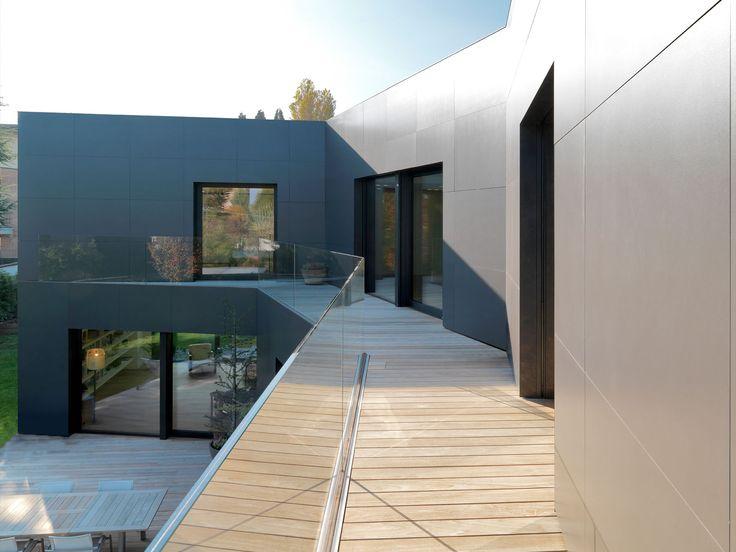 Frameless glass railing with interlayer