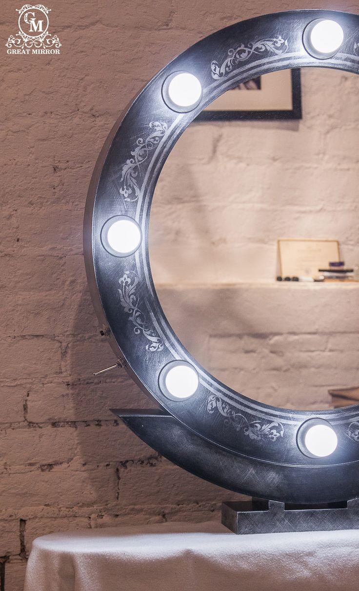 """Круглое гримерное зеркало """"Магическая ночь""""  - вершина изящества и элегантности, знак бесконечности и совершенства.  В его идеальной форме заключена красота мира, в котором человек является великим творцом.     Заказать гримерное зеркало со свои уникальным дизайном можно на нашем сайте>>> http://rayapple.ru/mirror/  #гримерноезеркало #зеркало #mirror #makeup #makeupmirror"""