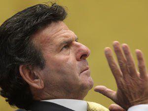Do Estadão:  O ministro Luiz Fux, do Supremo Tribunal Federal, deu liminar no habeas corpus 140213 para sustar a execução imediata de acórdão do Tribunal de Justiça de São Paulo que condenou o jui…