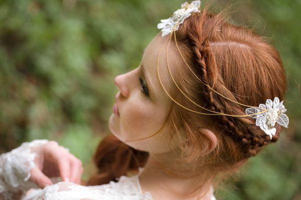 Haarketten treffen auf zarte Spitzenkleider und Waldromantik | Friedatheres.com
