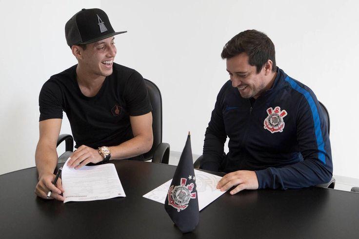 Corinthians anuncia renovação de contrato do meia Rodriguinho #globoesporte