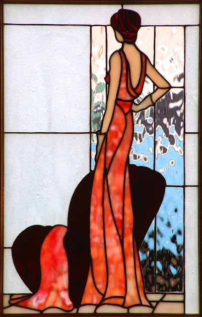 Art deco classy lady. Would love this as stained glass, but would also like to try it in other mediums.