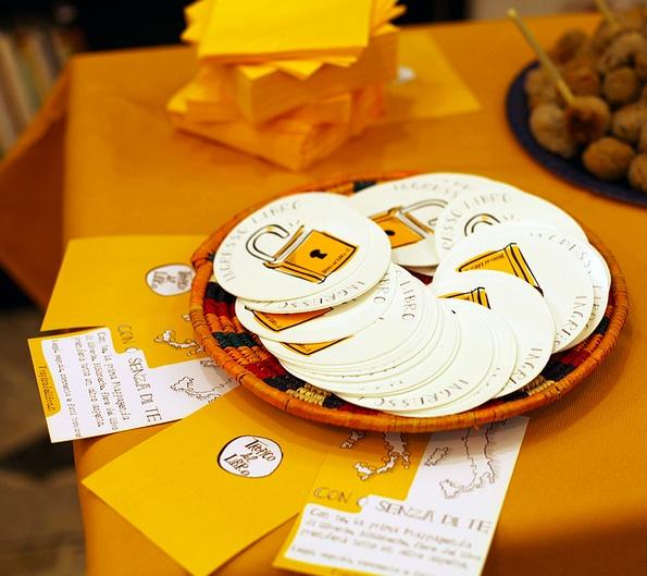 Stickers tropicani, alla festa di Tropico del Libro.