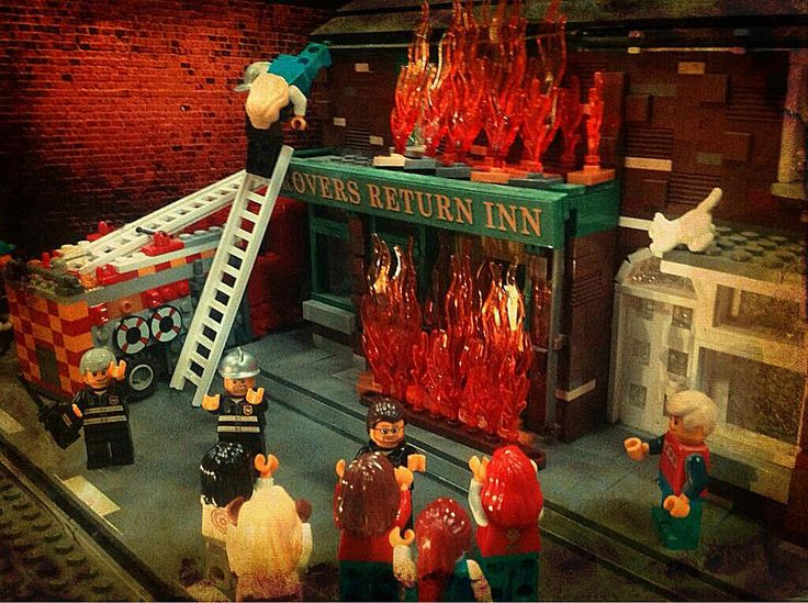 HAHAHAHAHA Lego recreaction of last night's Coronation Street fire! | For my sister, gramma & aunt... the biggest corrie fans I know.