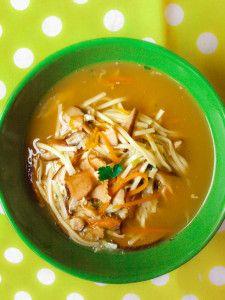 « Pour les Chinois les plus pauvres, un repas se résume à un bol de pâtes ou de riz, agrémenté de quelques légumes ou de morceaux de viande. Mais à l'occasion des fêtes ou lorsqu'il reçoit, chacun s'efforce dans la mesure de ses moyens de faire étalage...