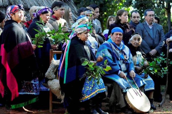 """Comunidades mapuche festejaron su año nuevo en el """"Wiñoy Tripantu""""."""